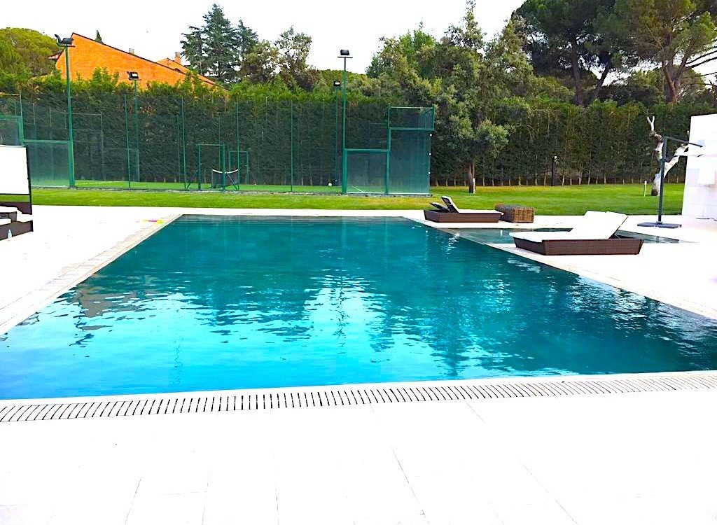 Construcción de piscinas desbordantes en Madrid y Toledo